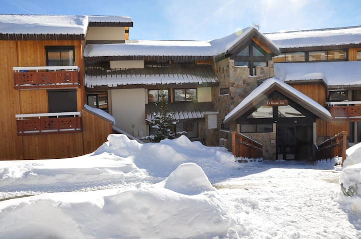 Apartment 2 bedrooms 2/5 sleeps 50m chairlift