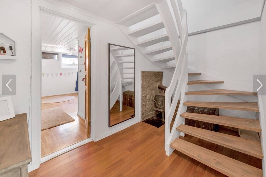 Gang og trapp opp til stue/kjøkken