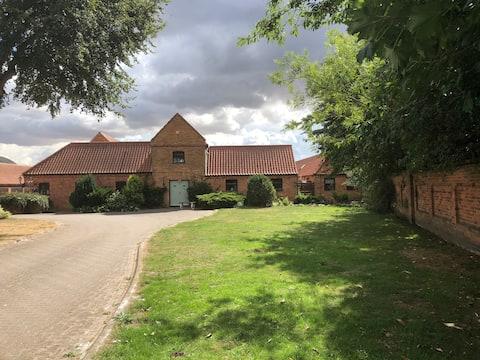 Grooms cottage. Lodge farm