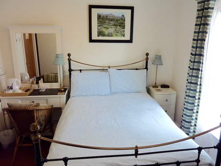Derrin Guest House B&B - small double room