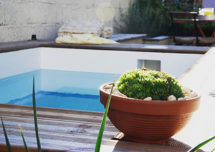 La Maison 65 - village location with spa pool