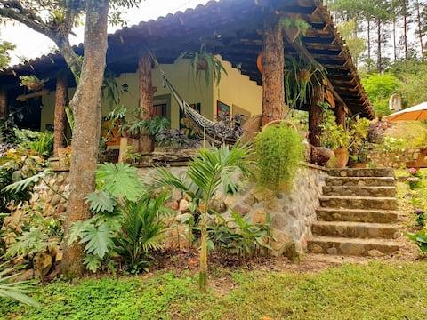 """Quinta La Riviera """"un paraíso natural"""",Dipilto N.S"""