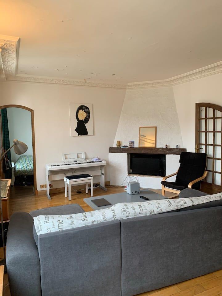 chambre privé dans grand appartement partager
