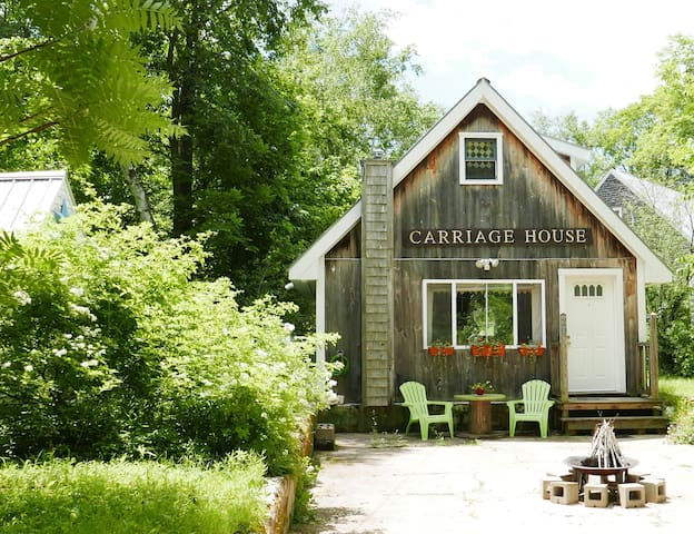 The 'Carriage House' - Spacious TINY house living!