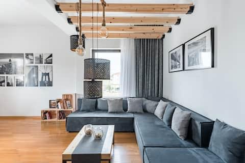 Homeground Suites, widok na zamek z apartamentu projektanta