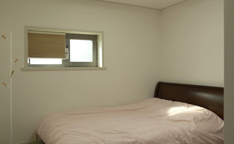 침실 1, 퀸사이즈침대