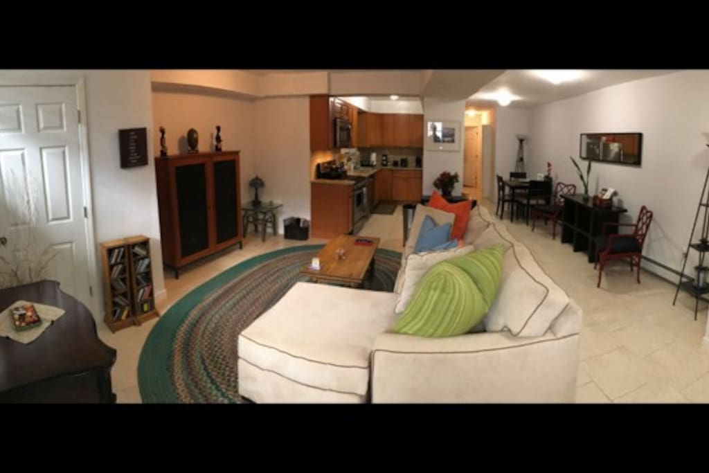 Spacious private home 20m to manhattan townhouses in for Aki kitchen cabinets astoria ny