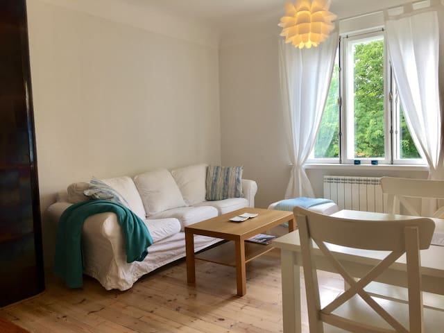 Cosy flat in hip area, 10min walk to Old Town