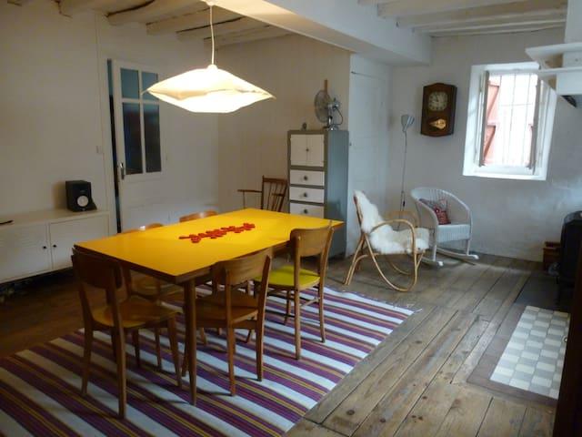 Grande maison aspoise de village - Cette-Eygun - Rumah