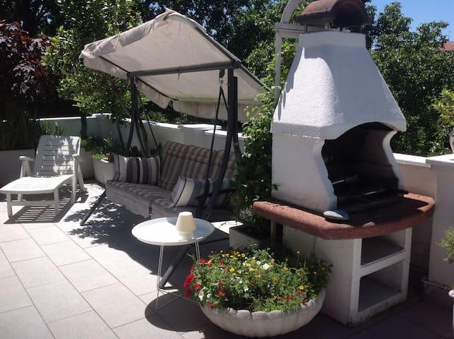 Villa accogliente e giardino privato, stanza verde