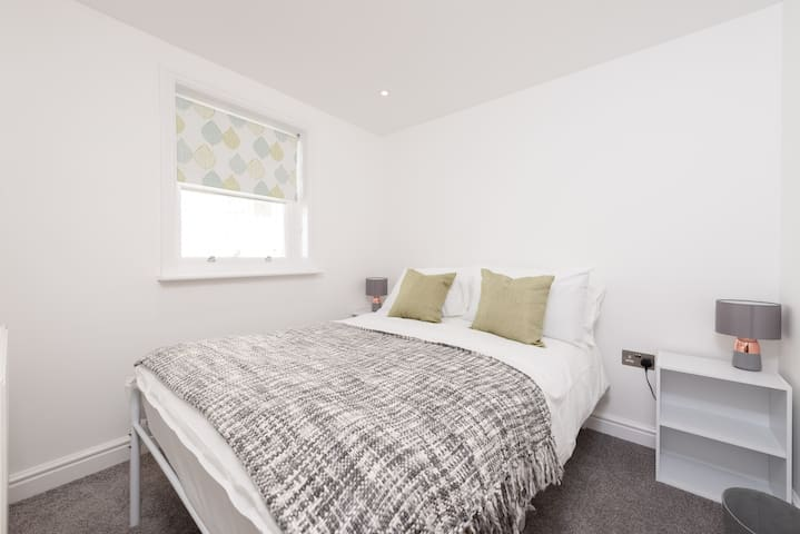 Smaller bedroom on the 1st floor with a small double bed and build-in wardrobe