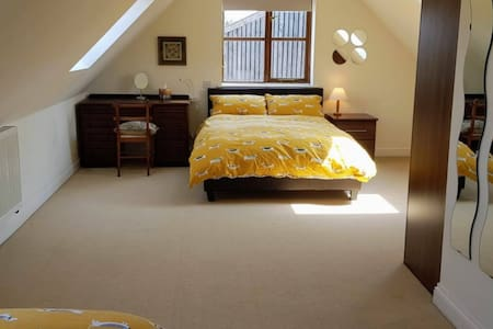 Farm stay-Spacious triple bedroom with en-suite