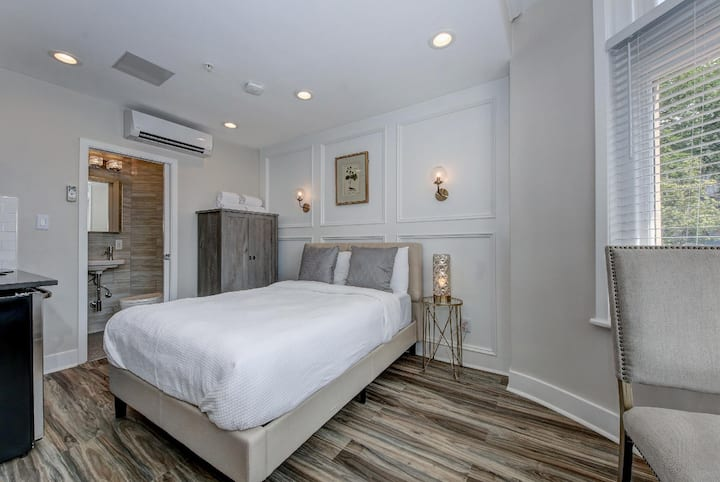 Suite B · DuPont Circle/Kalorama Luxury Apartment