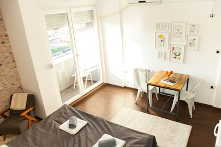 Industrial and Lux Apt. with sunny Balcony - 諾維薩德