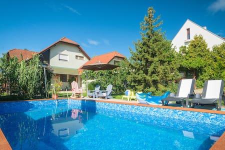 Casa Lavanda - Pool & Lake View