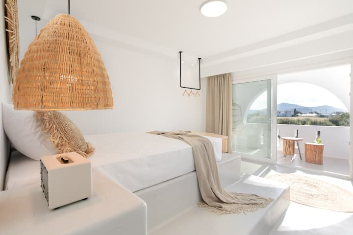 Cycladic Grand Suite with partial Sea View