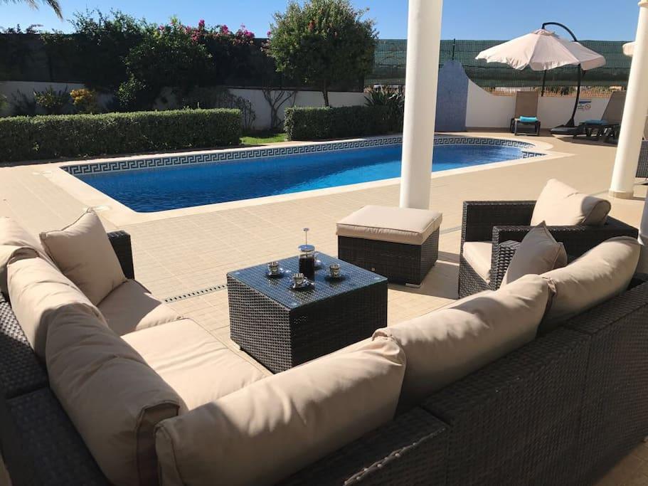 Villa Laranjeira - morning coffee in the sunshine.