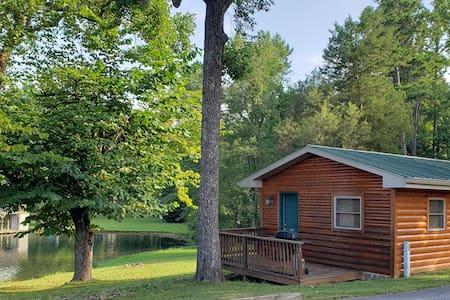 Woodsy Efficiency Cabin 1 - On Watts Bar Lake!