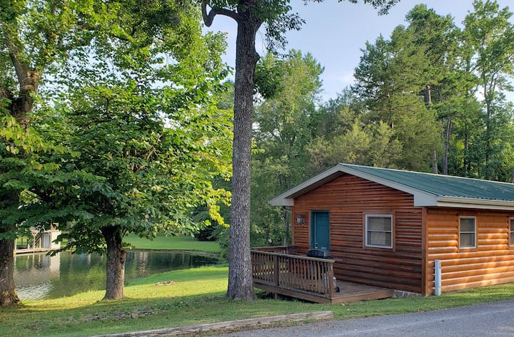 Woodsy Efficiency Cabin 1 - On Watts Bar Lake!