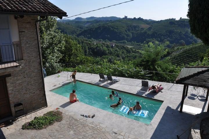 Cascina La Gioiosa (22 letti, piscina, airco)