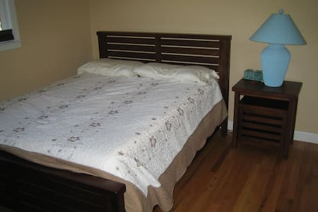 Comfy room, private bath, convenient location! - Granite Bay - Hus