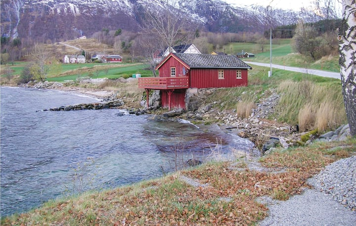 Awesome home in Eresfjord with 2 Bedrooms