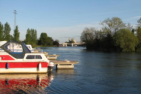 Bright and airy townhouse overlooking the Shannon. - Athlone - 独立屋