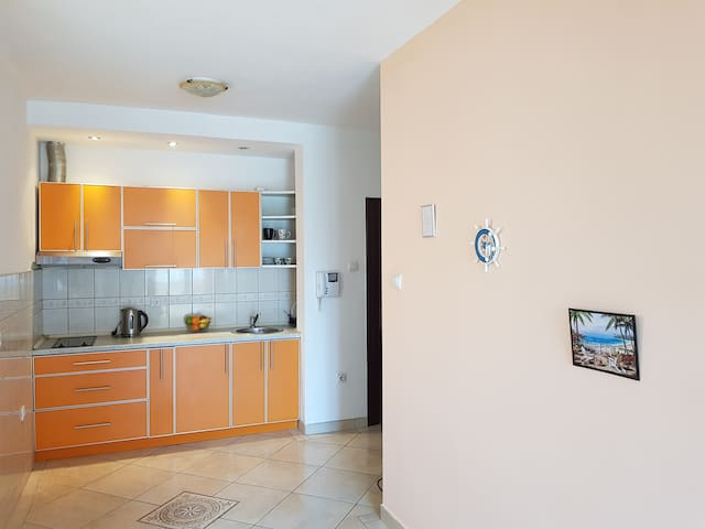 Budva Sea View Apartment, 150m to beach, no. 2