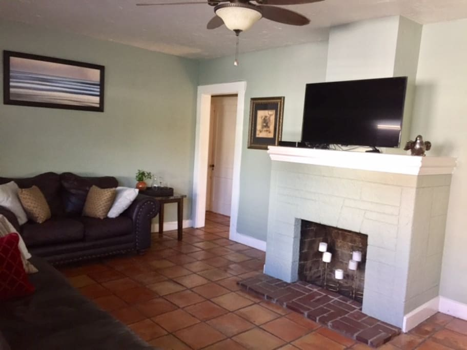 Spacious, comfortable living room, new TV with cable and Roku technology