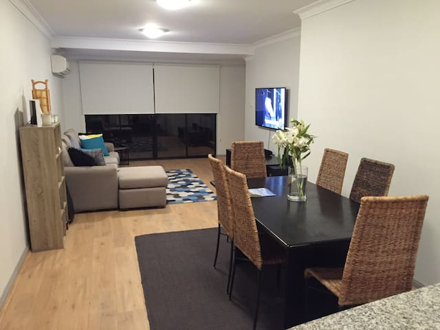 Conveniently Located Private Bedroom & Bath - Balgowlah - Pis