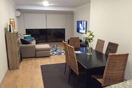 Conveniently Located Private Bedroom & Bath - Balgowlah - Apartamento