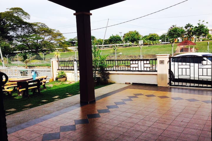 D'Tasek Homestay Arau with stunning lake view