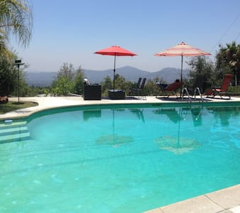 Beautiful Cottage in the Sky! - Altadena - Maison