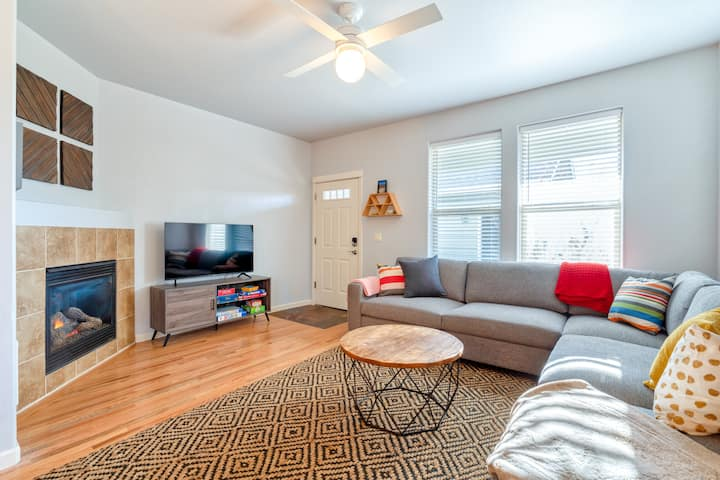 Renovated & Spacious 2 BR Townhome w/ Fireplace!