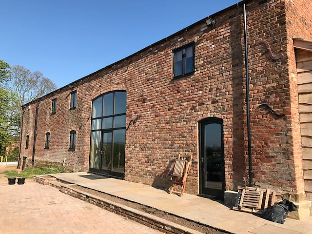 Stunning Luxury 5 Bed Barn Conversion near Chester