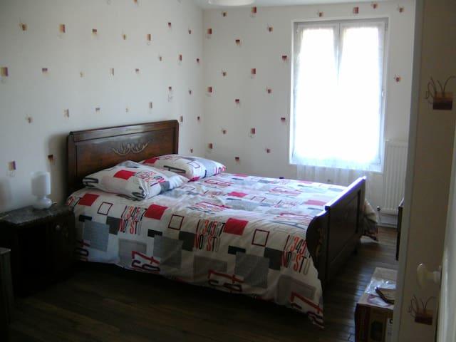 chambres dans maison de campagne!!  CHAMBRE 2