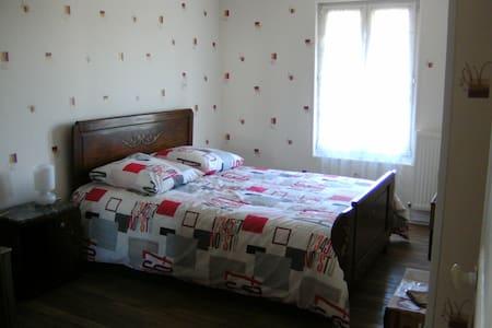 chambres dans maison de campagne!!  CHAMBRE 2 - Champigny-lès-Langres - Rumah