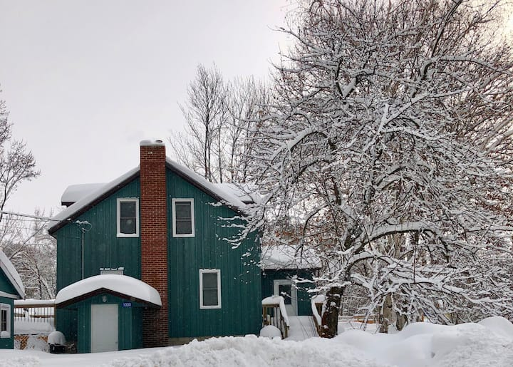 Cozy Bala Home in the Heart of Magical Muskoka