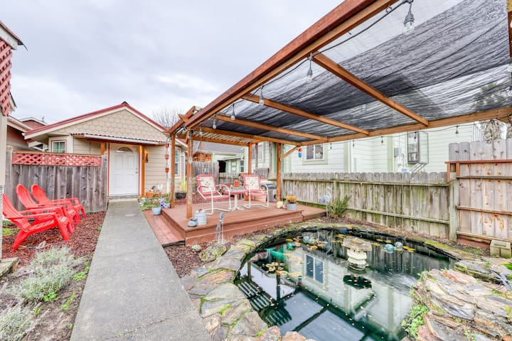Quiet, cozy cottage with a sunny deck and BBQ - Near the redwoods and beaches!