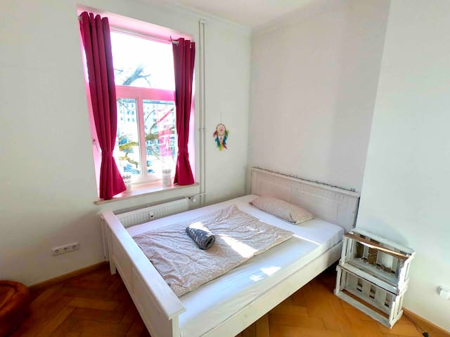 Room for 2 in spacious apartment in Munich!