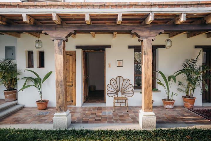 Jardín de Stela - Suite 4 - (Quiet and central!)