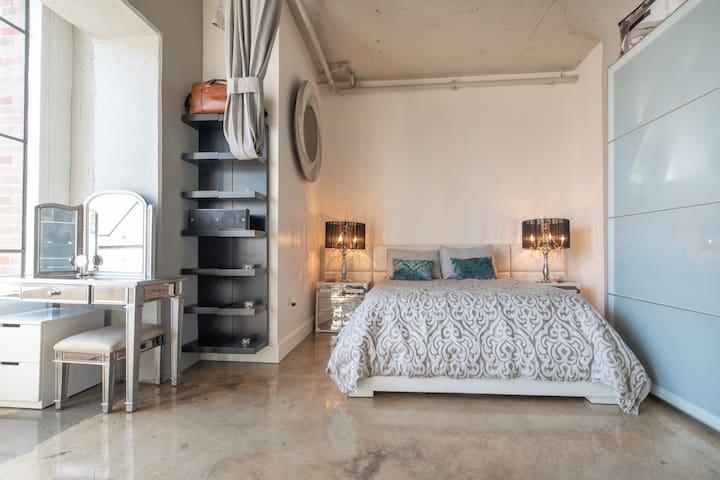 Luxury Downtown Los Angeles Modern Loft