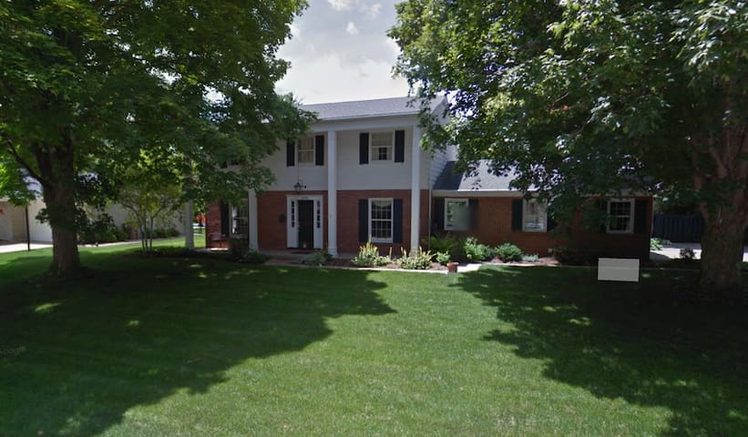 Spacious & Cozy Home, Columbus Indiana