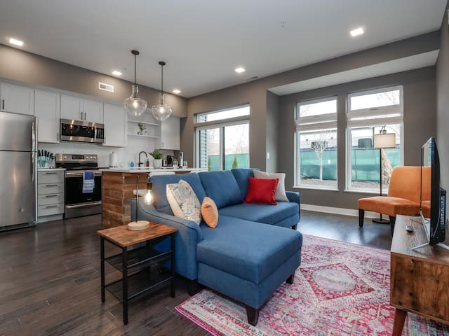 Brand New Luxury Condo Minutes from Downtown E2
