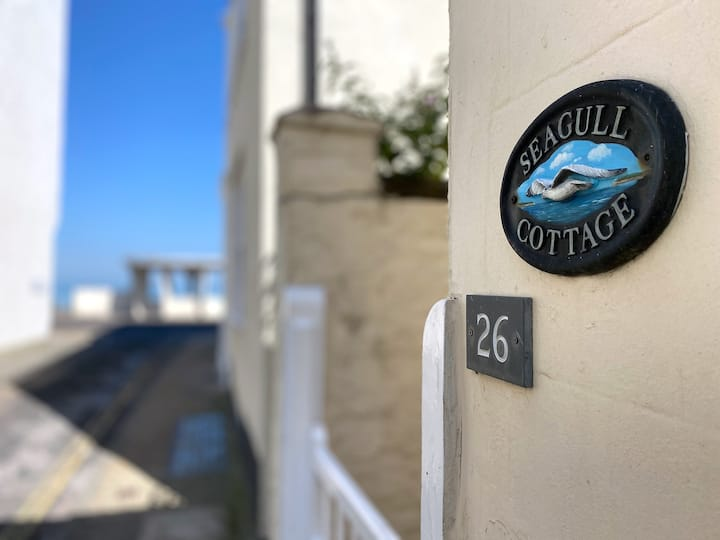 Next to the beach! Seagull Cottage