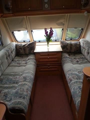 Comfortable, fixed double bed caravan - Liskeard - Autocaravana