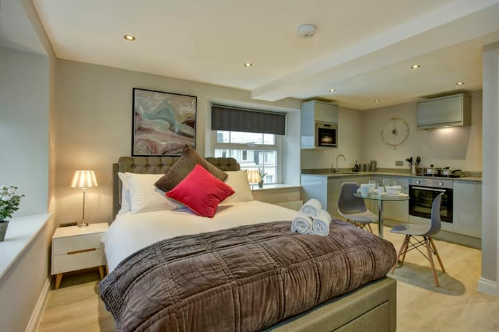 Suite 9 at 31 Meridian- Hopewell