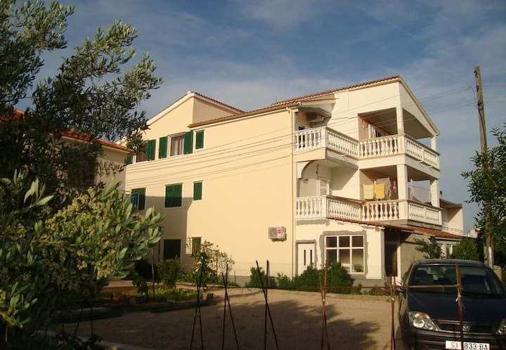 Apartment Marija - 100 m from beach: A5(2+1) Tribunj, Riviera Sibenik