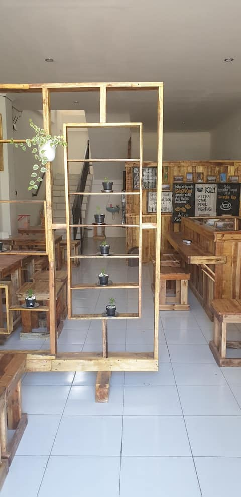 Kamar diatas cafe