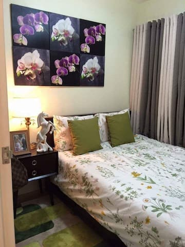 Fully furnished condo w/ high speed internet !